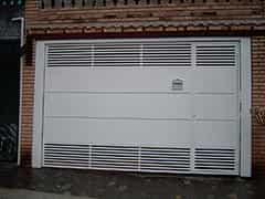 Instalação de porta de enrolar automática